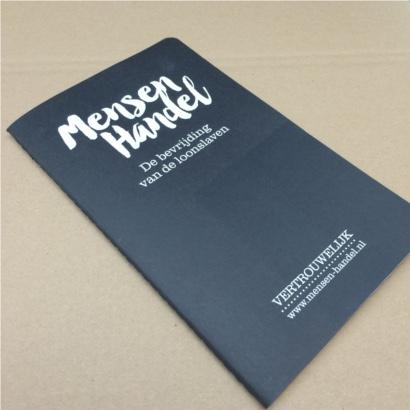 Moleskine cahier schrift bedrukt met eigen logo blindpreeg - The Notepad Factory