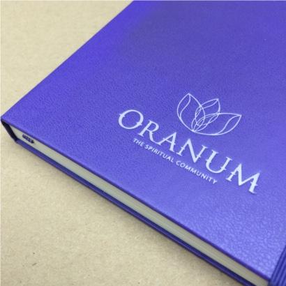 Moleskine notitieboek Brilliant Violet bedrukt met eigen logo foliedruk - The Notepad Factory