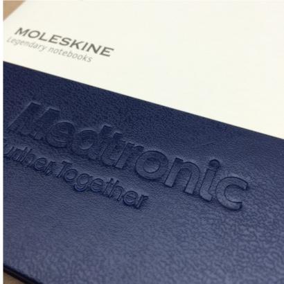 Moleskine notitieboek bedrukt met eigen logo blindpreeg - The Notepad Factory
