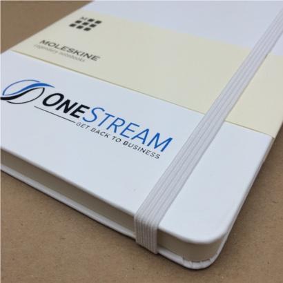 Moleskine notitieboek Wit bedrukt met eigen logo 2 kleuren foliedruk - The Notepad Factory