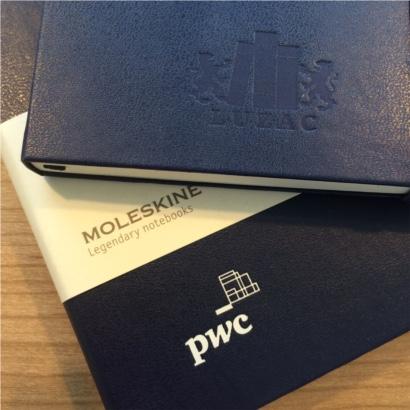 Moleskine notitieboek bedrukt met eigen logo blinddruk en foliedruk - The Notepad Factory