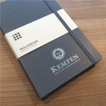 Moleskine notitieboek Slate Grey bedrukt met eigen logo zilver folie - The Notepad Factory